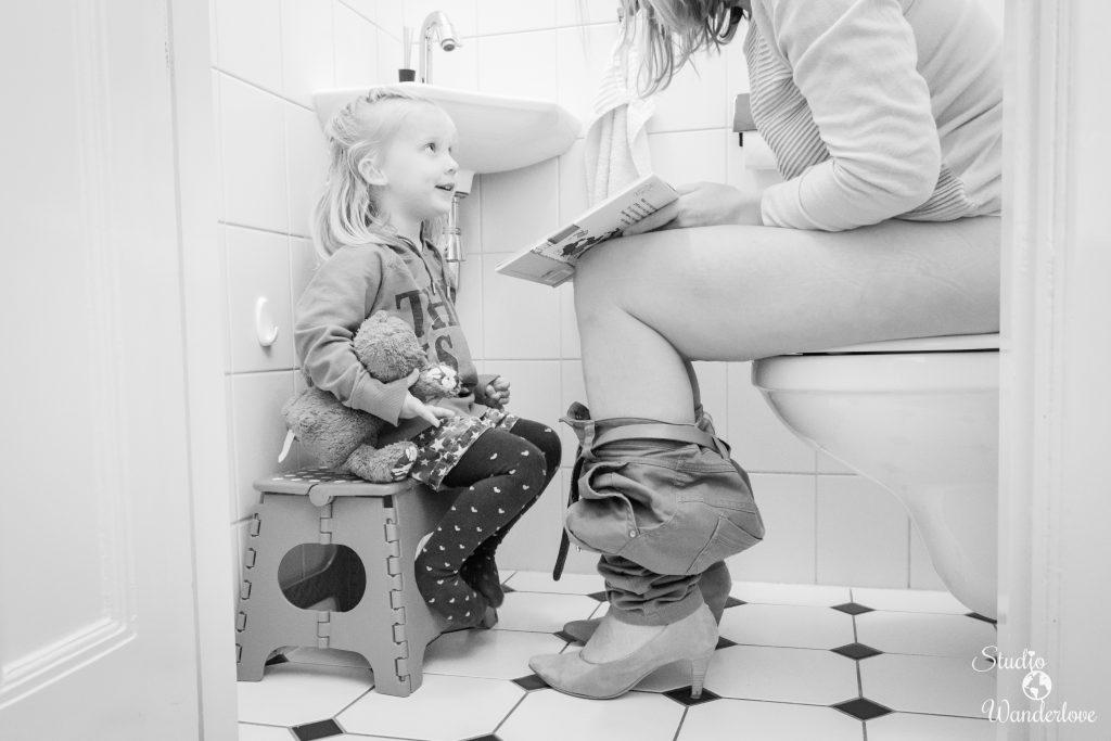 Samen naar de WC