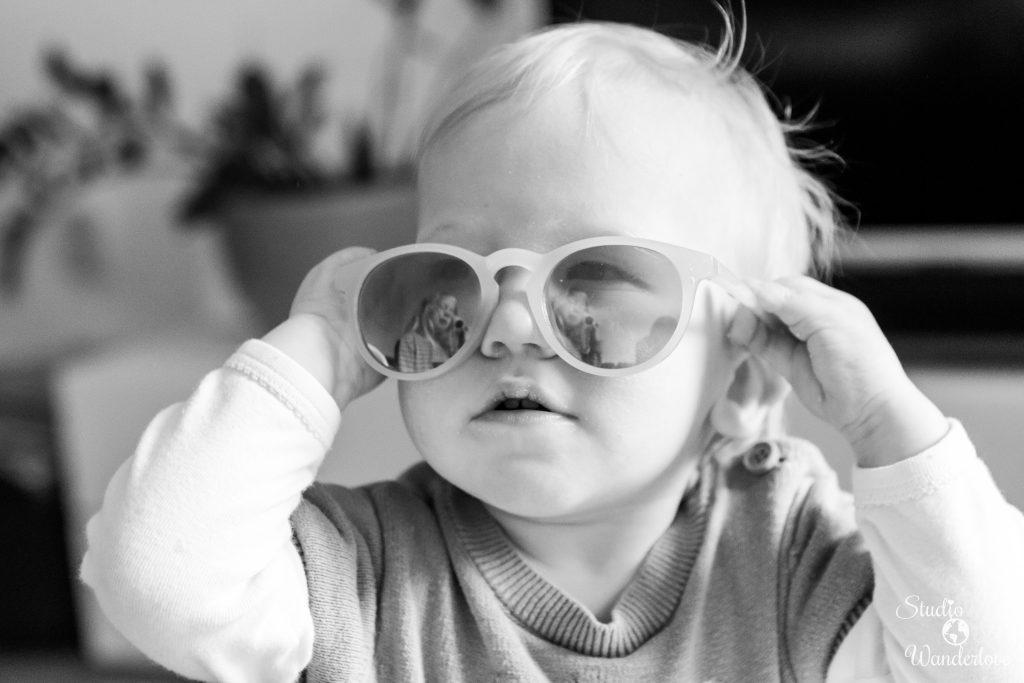 Elise met zonnebril